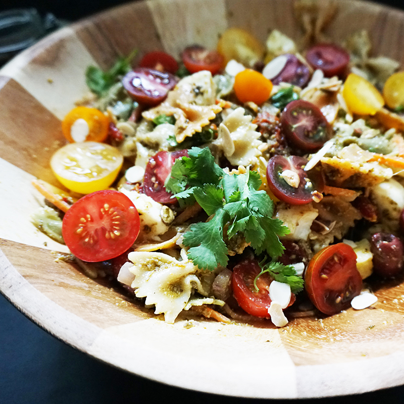 Mediterranean pasta salad from @bijouxandbits