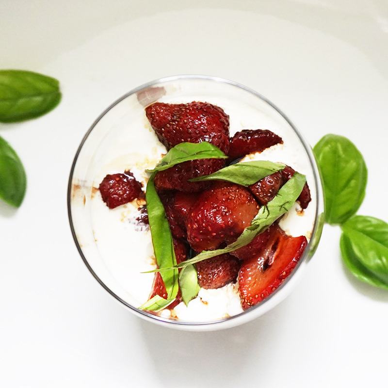 Balsamic strawberries with mascarpone cream from @bijouxandbits