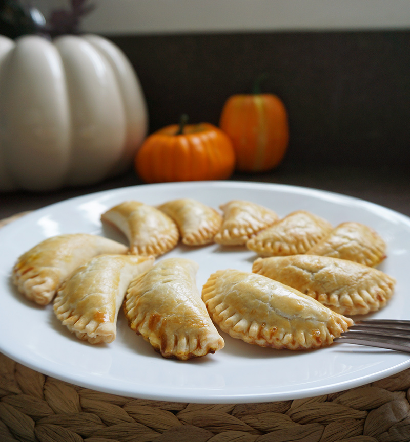 Sweet AND savory pumpkin pasties recipe from @bijouxandbits