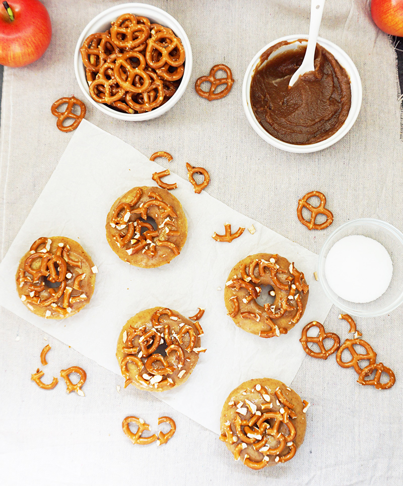 Salted caramel apple cider donuts recipe from @bijouxandbits