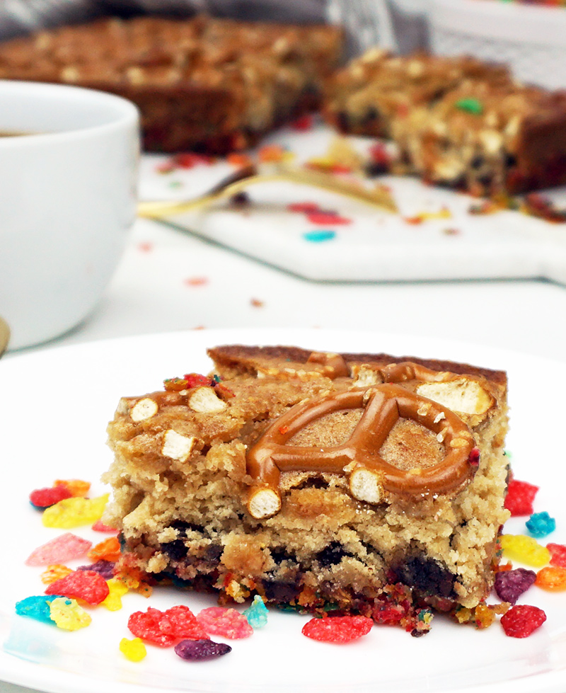 Pretzel blondies with Fruity Pebbles crust