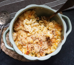 Three-cheese brown butter truffle mac and cheese recipe from @bijouxandbits