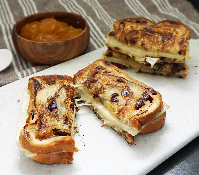 Apricot white cheddar grilled cheese from @bijouxandbits #grilledcheese #apricot