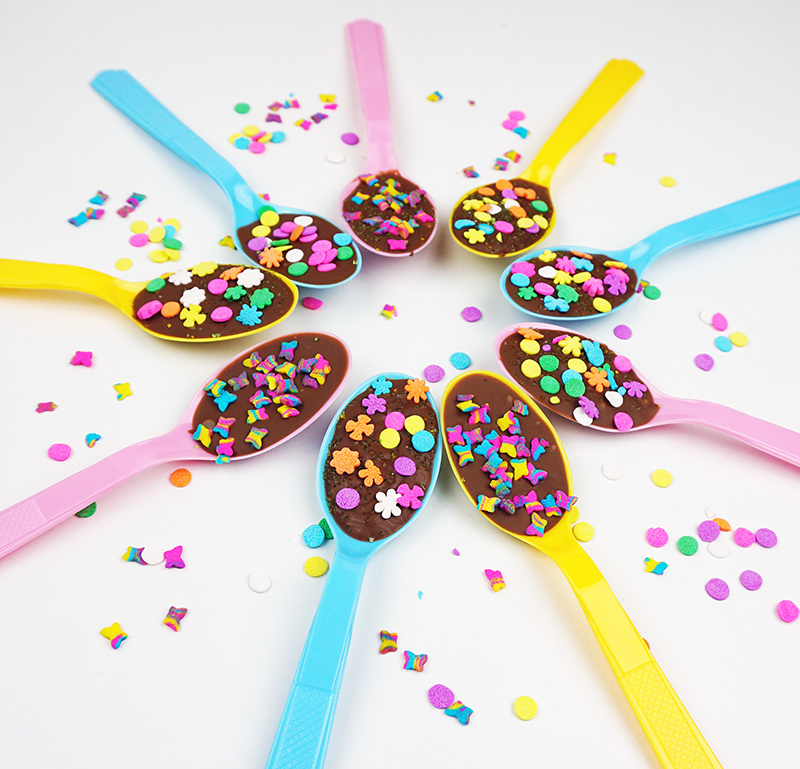 Sprinkled chocolate spoons from @bijouxandbits #party #easter