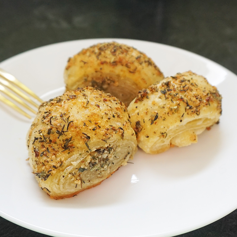 Garlic Parmesan puffs as seen on @bijouxandbits #garlic #pastry