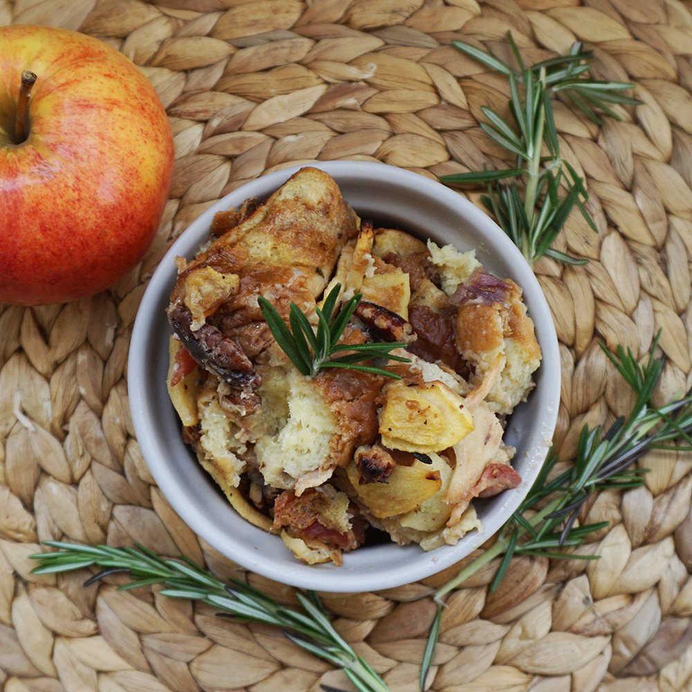 Apple bacon brioche stuffing from @bijouxandbits