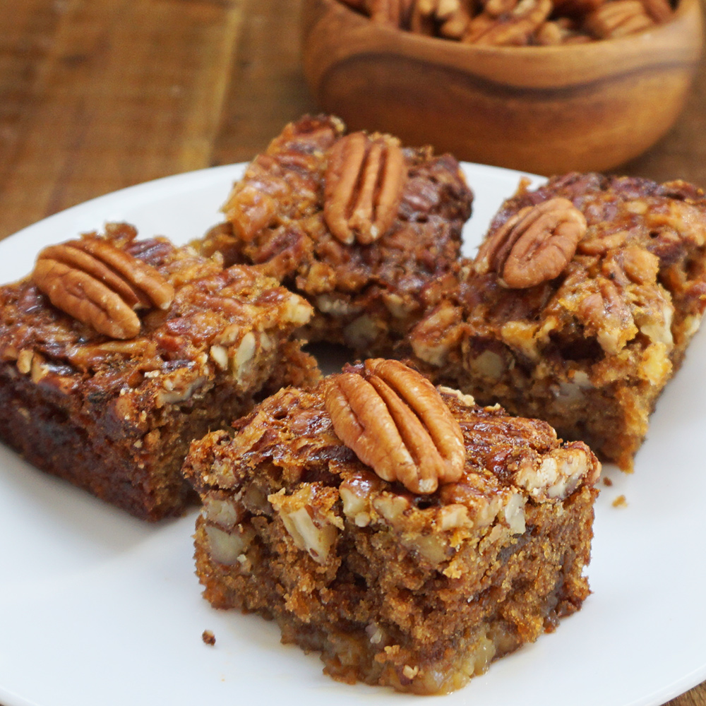Pecan pie bars with ginger snap crust from @bijouxandbits