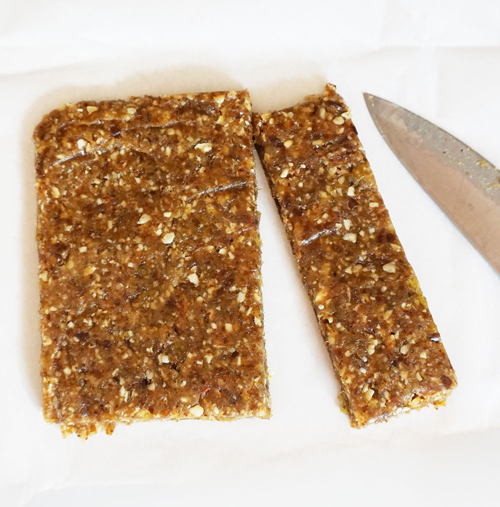 Easy nut and date bars (homemade Larabars!)