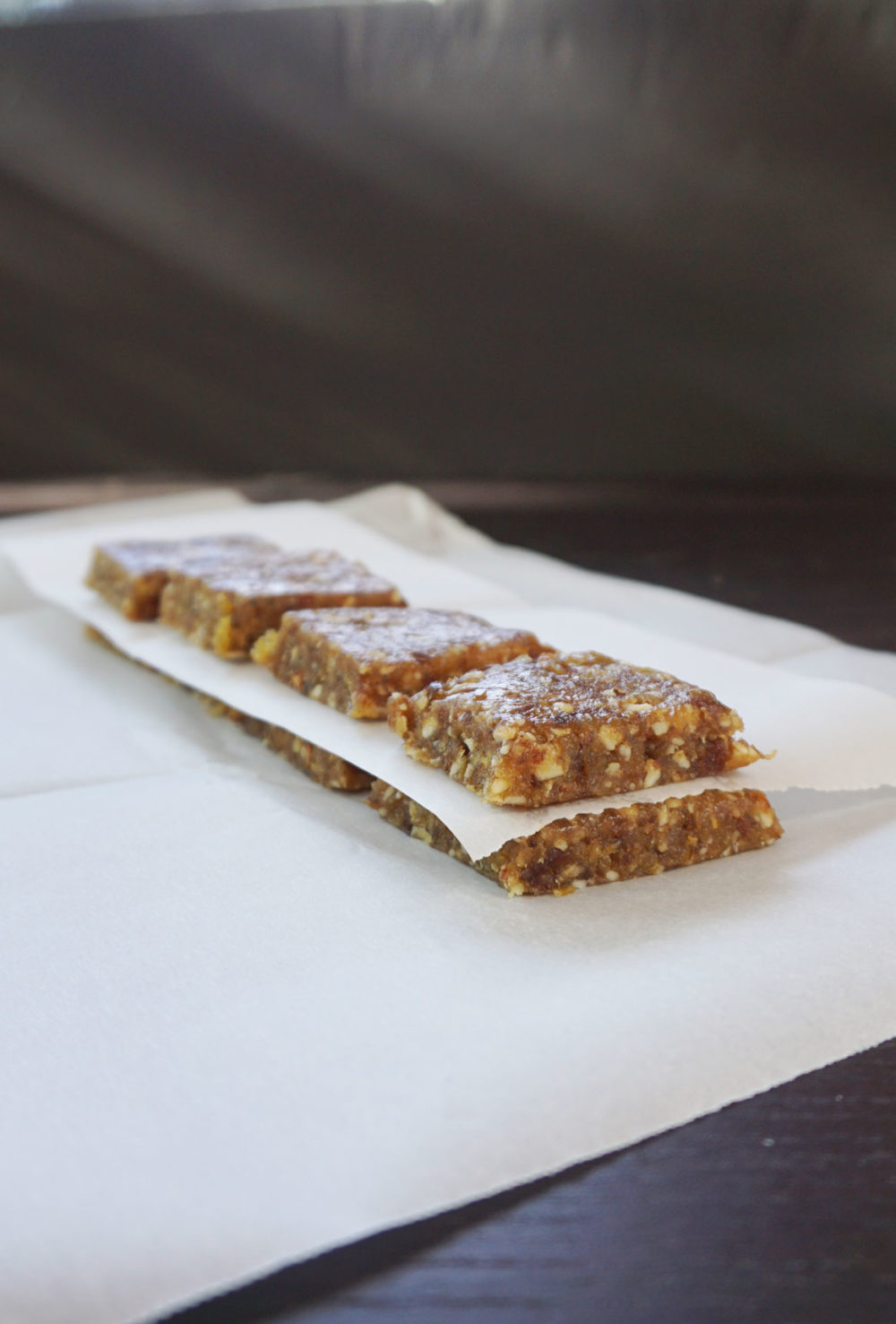 Easy nut and date bars (homemade Lara bars!)
