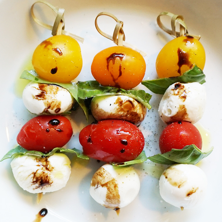 Caprese kabobs recipe from @bijouxandbits