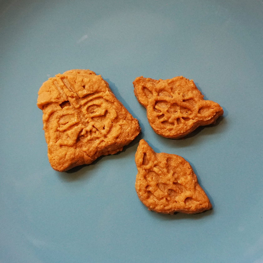 Easy peanut butter cookies recipe from @bijouxandbits