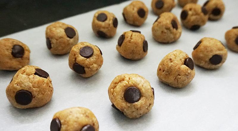 Chocolate chip cookie dough truffles from @bijouxandbits