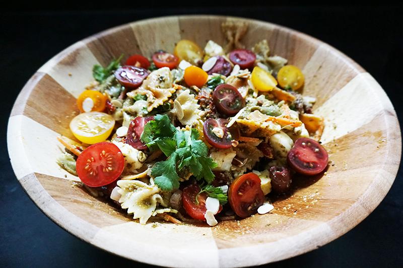 Mediterranean pasta salad from @bijouxandbits