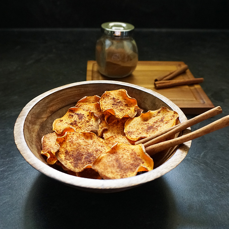 Baked sweet potato chips recipe from @bijouxandbits