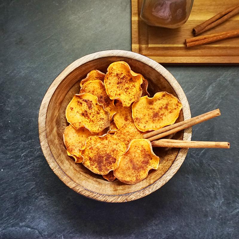 Baked sweet potato chips recipe from @bijouxandbits