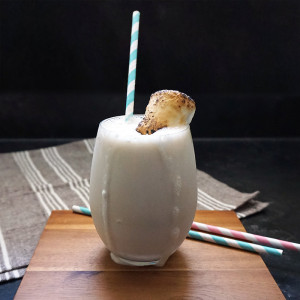 Healthy toasted marshmallow shake recipe from @bijouxandbits