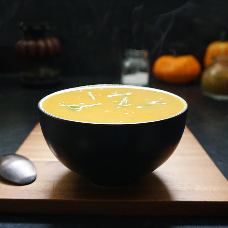 Pumpkin curry soup recipe from @bijouxandbits