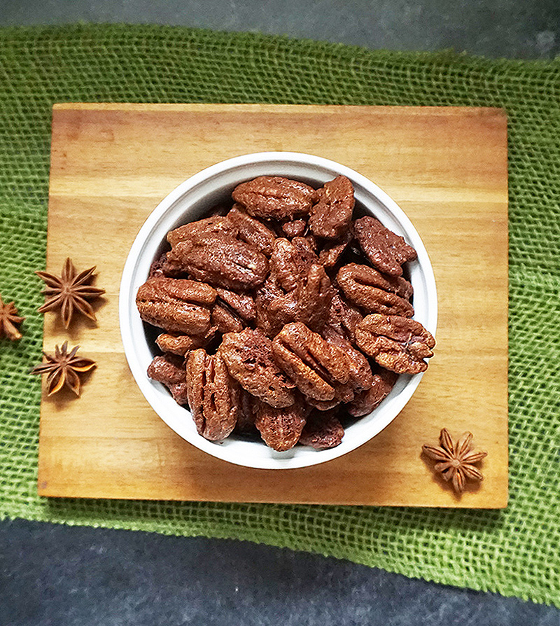 Pumpkin pie-spiced pecans