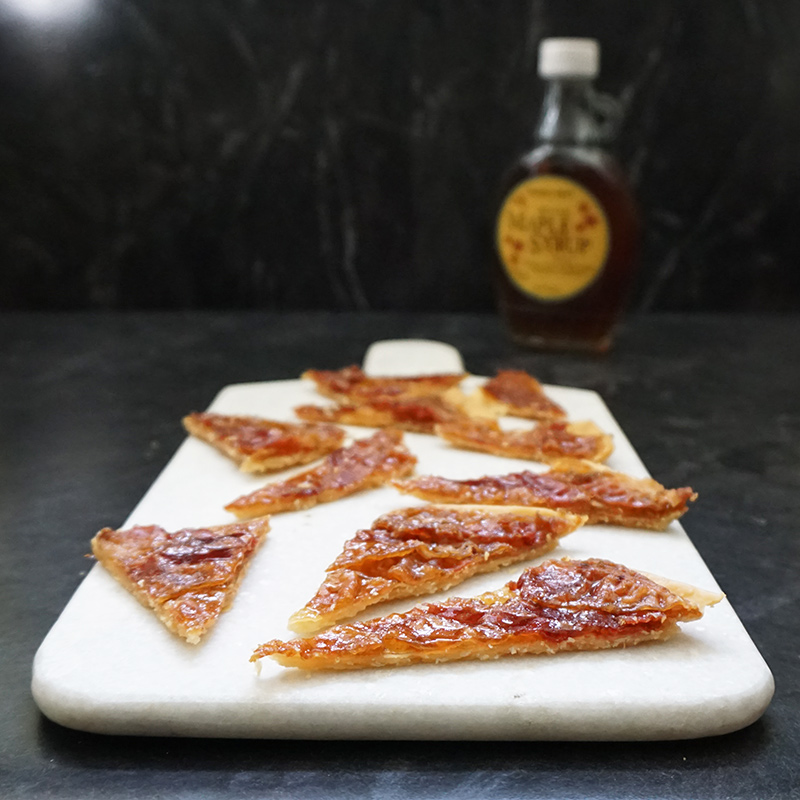 Candied bacon bark recipe from @bijouxandbits