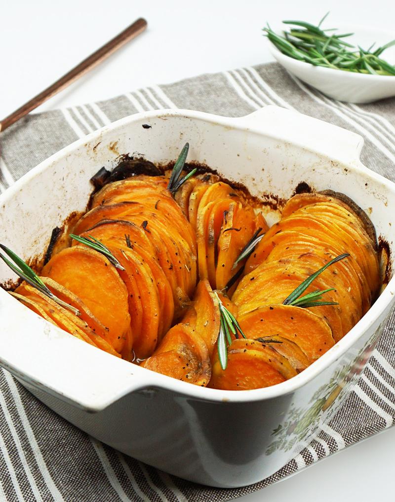 Roasted hasselback sweet potatoes recipe from @bijouxandbits