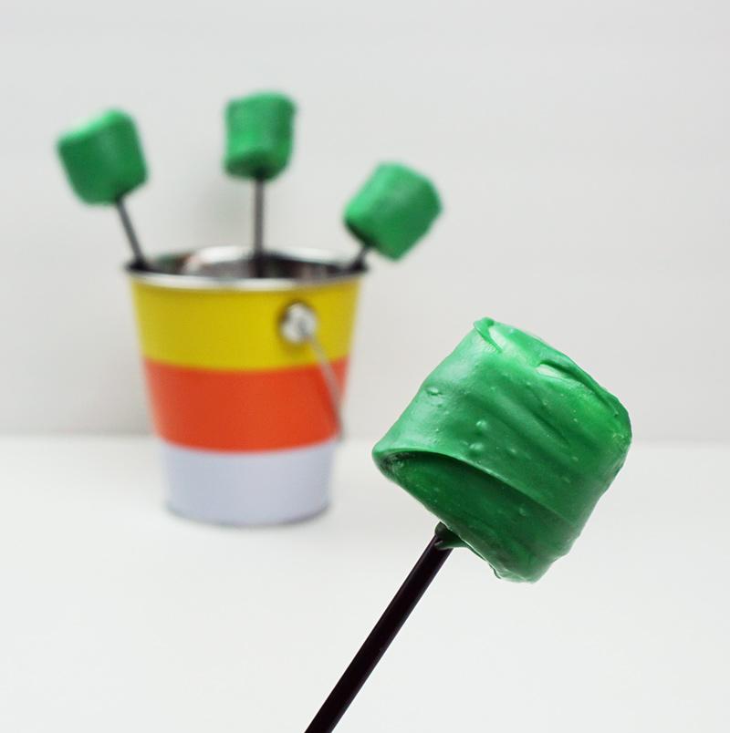 Frankenstein marshmallow pops from @bijouxandbits
