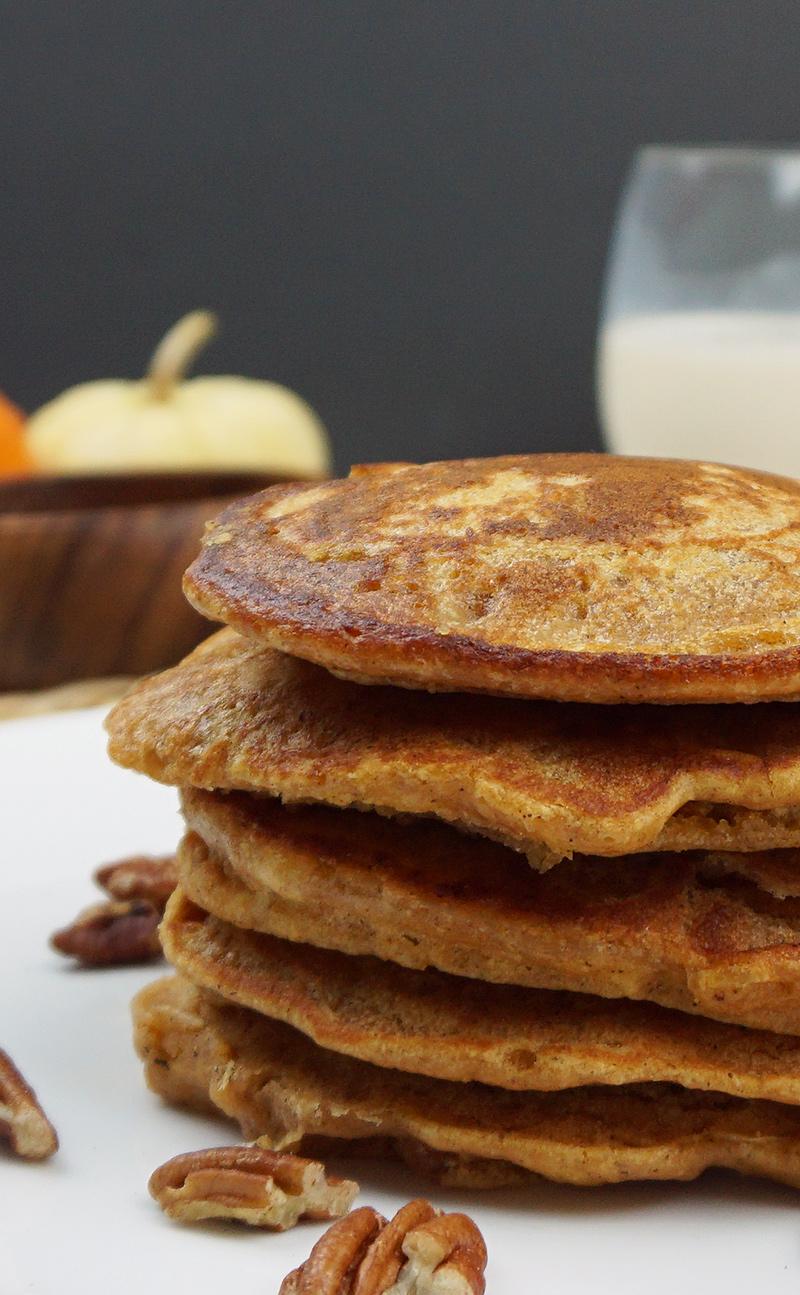 Pumpkin cookie butter pancakes recipe from @bijouxandbits