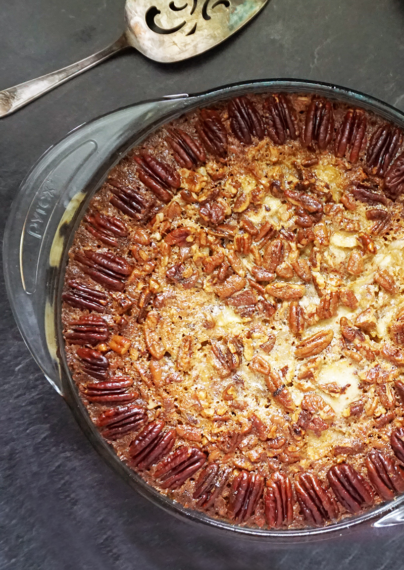 Apple pecan crumble pie from @bijouxandbits