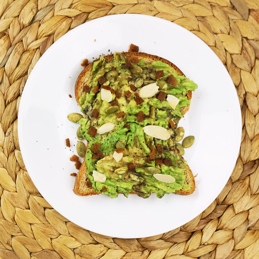 Bacon almond avocado toast from @bijouxandbits