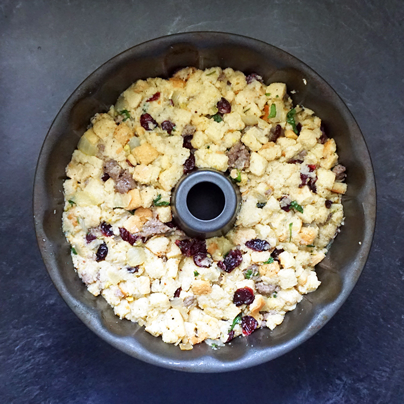 Cranberry sausage cornbread stuffing recipe from @bijouxandbits