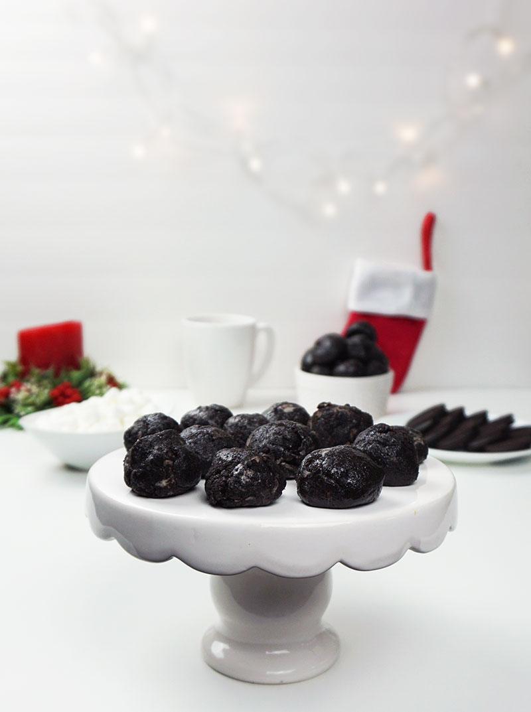 """Cookies & cream """"lumps of coal"""" from @bijouxandbits"""