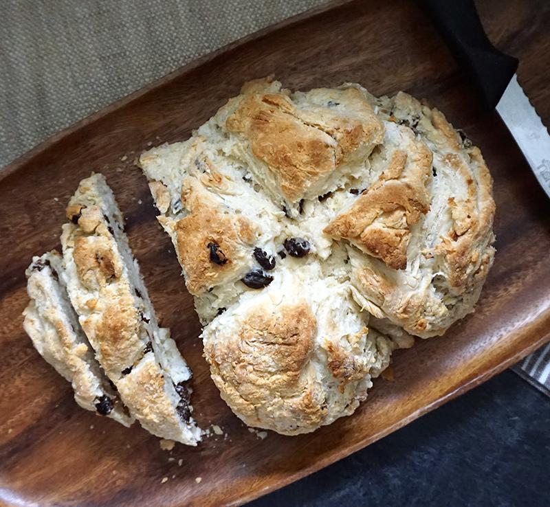 Irish soda bread recipe from @bijouxandbits #irish #sodabread #stpatricksday
