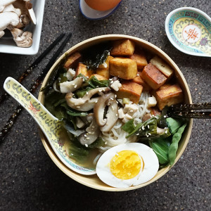Miso ramen with tofu from @bijouxandbits #ramen #asian