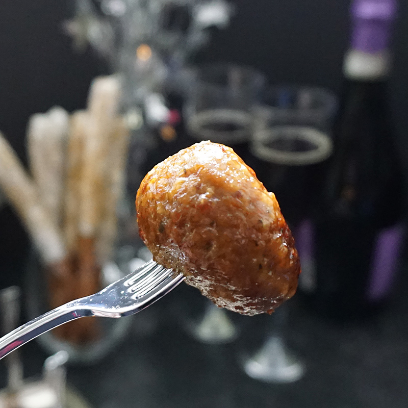 Spicy apricot slow cooker meatballs from @bijouxandbits #oscars #meatballs