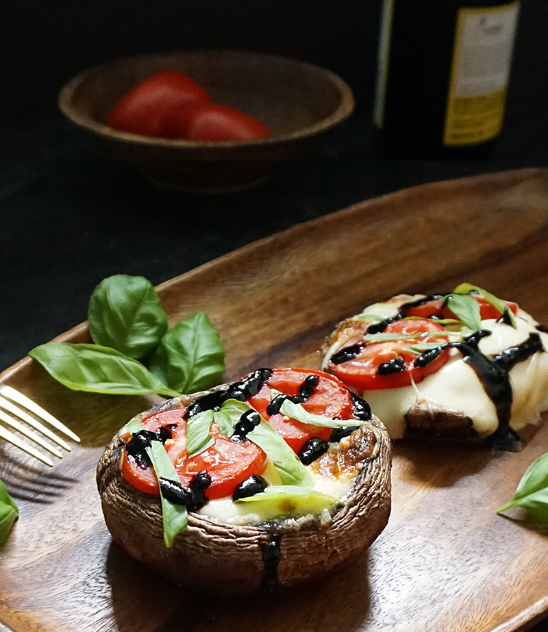 Caprese stuffed portobellos from @bijouxandbits #recipe #caprese #portobello