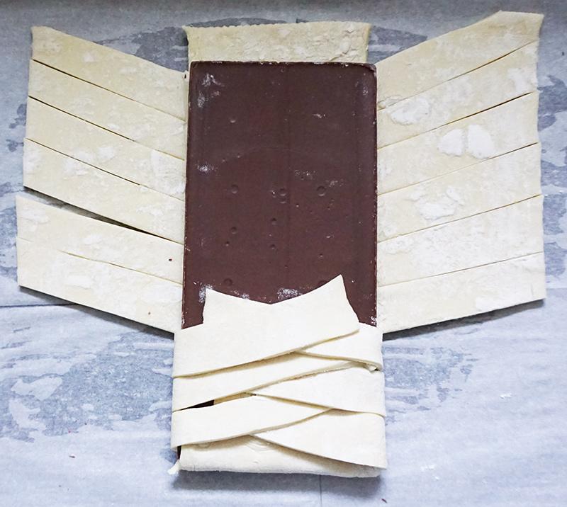 Chili chocolate braid from @bijouxandbits #chocolate