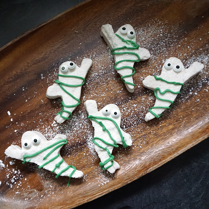 Ghostbusters marshmallows recipe from @bijouxandbits #ghostbusters #marshmallows