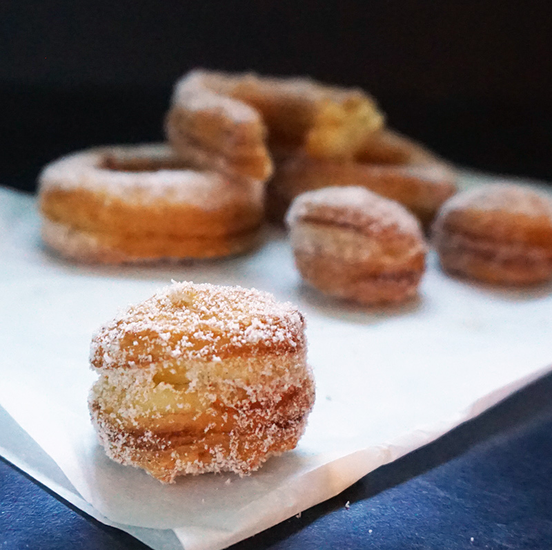 Puff pastry cronuts from @bijouxandbits