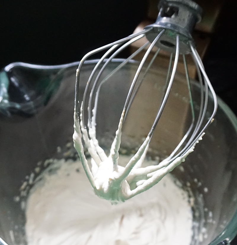 Coffee whipped cream frosting from @bijouxandbits