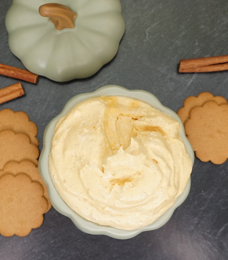 Maple cardamom pumpkin dip from @bijouxandbits #pumpkin