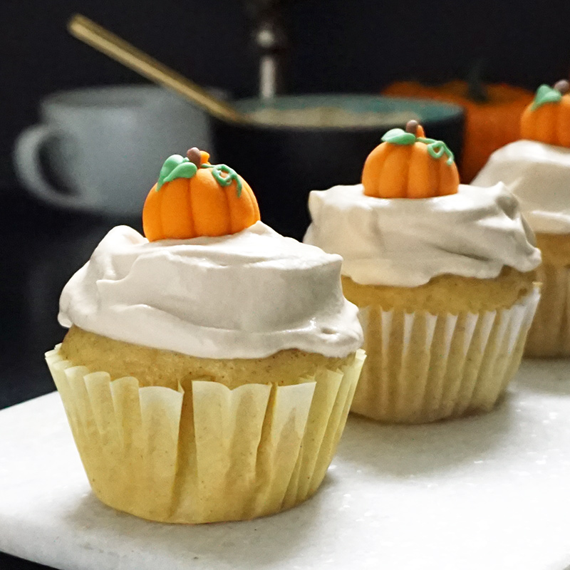 Pumpkin spice latte cupcakes from @bijouxandbits