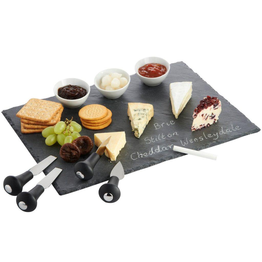 Rustic fall cheese board from @bijouxandbits