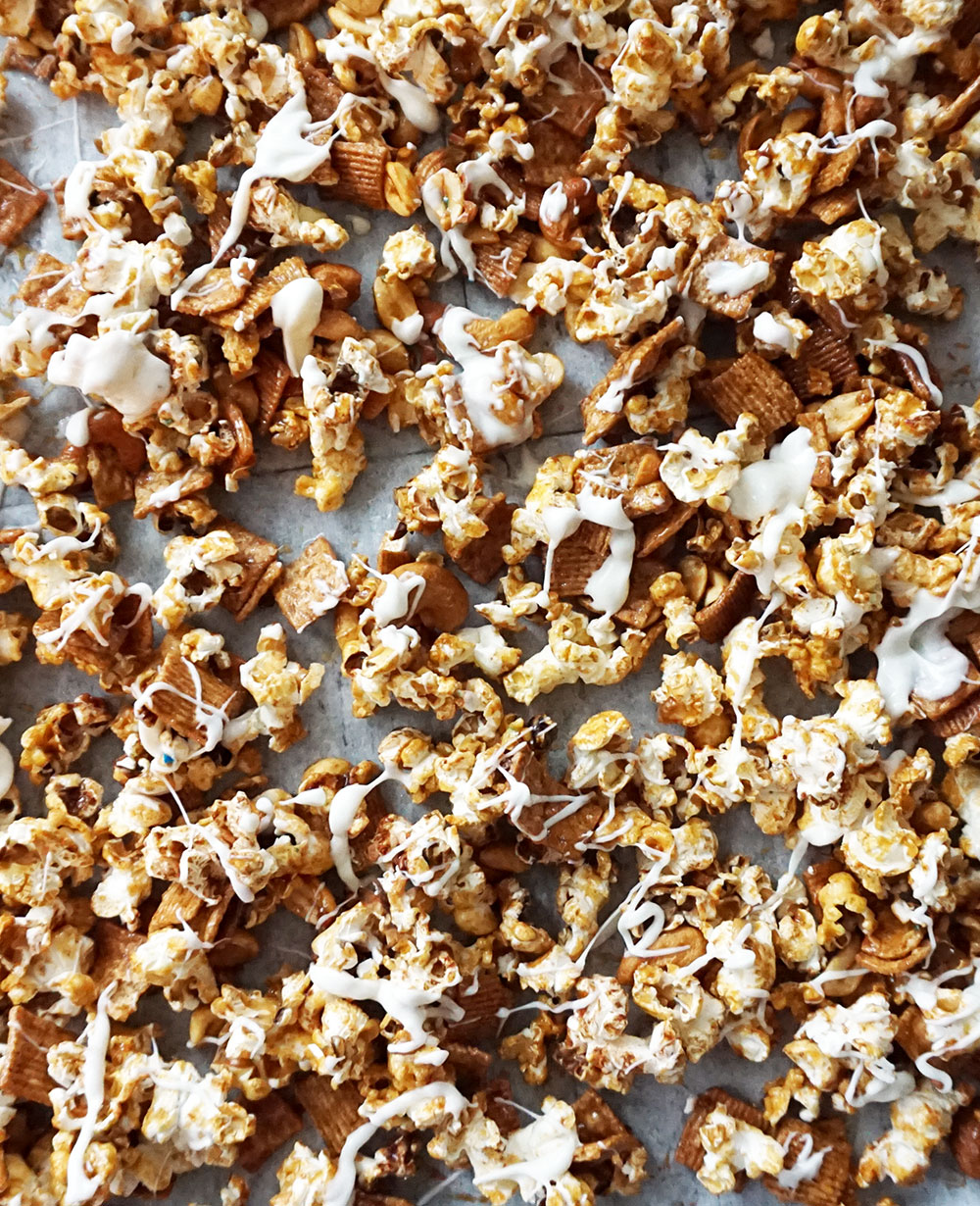 Cinnamon toast popcorn from @bijouxandbits