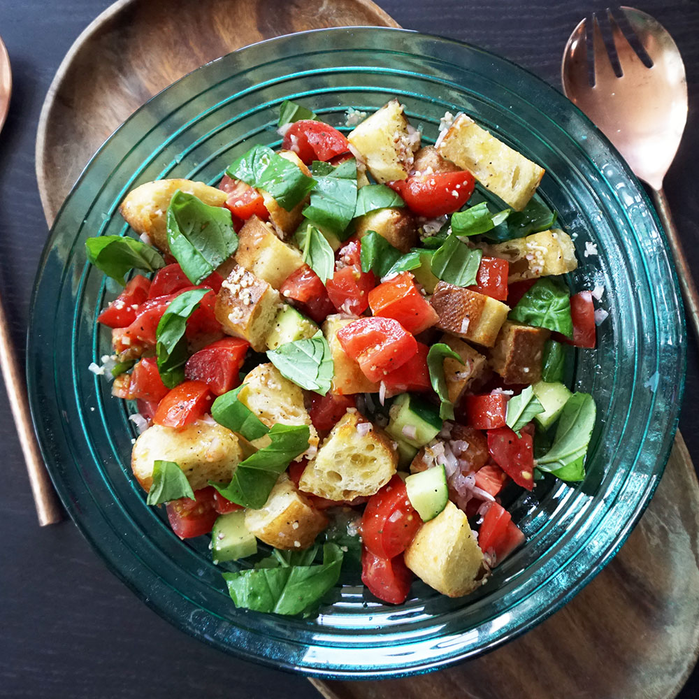 Panzanella salad from @bijouxandbits