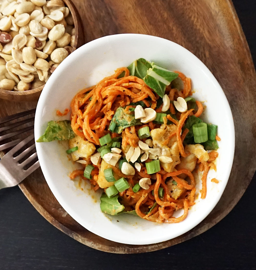 Thai peanut spiralized carrots from @bijouxandbits