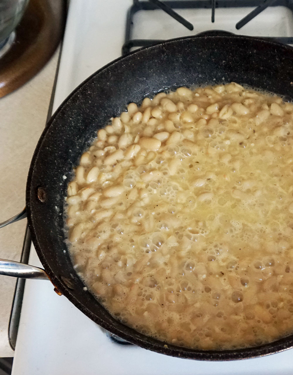 Easy garlic white bean purée